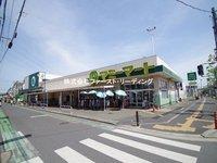 周辺環境:マミーマート三芳店 営業時間9時~22時 駐車場90台 品揃え豊富なスーパー Tポイントがたまります!
